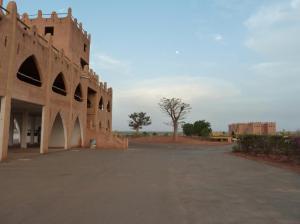 K1024_Hauptgebäude und Baobab